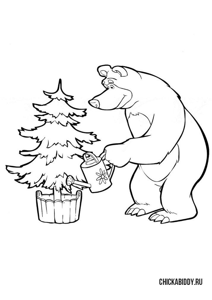 Мишка поливает елку